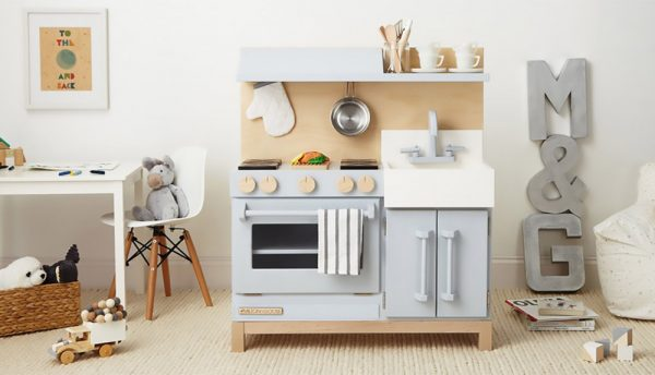 Wood or Plastic Play Kitchen – Which is better?